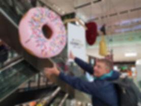 Донат в супрмаркете, Прага