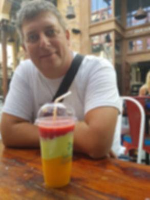 Фруктовый коктейль на пляже Ла Мер