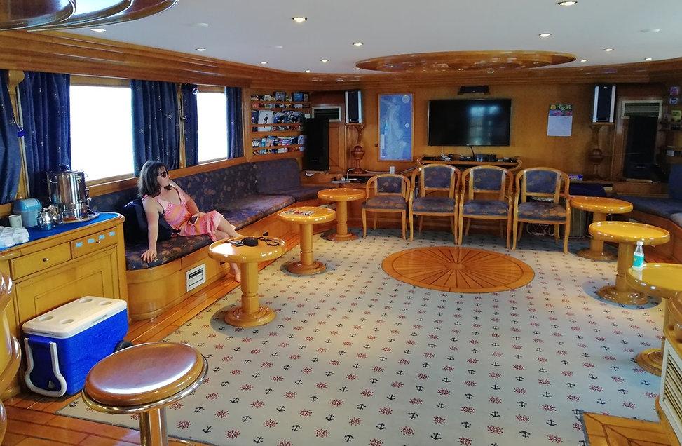 Кают-компания на яхте