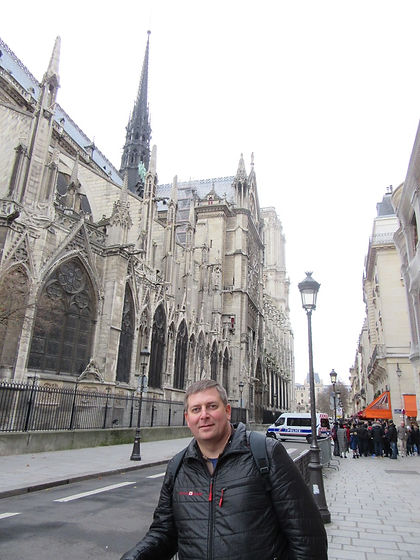 К собору Парижской Богоматери проход закрыт