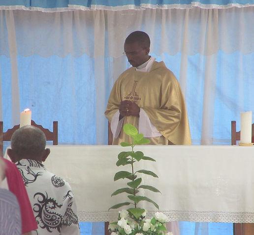 Пастор церкви в городе Санта Мария, остров Сал