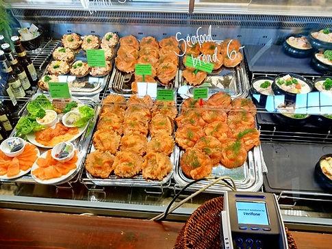 Блюда из рыбы на рынке Хельсинки