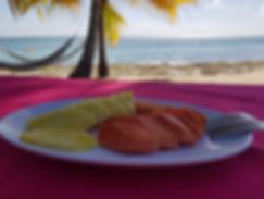 Завтрак на пляже острова Саона