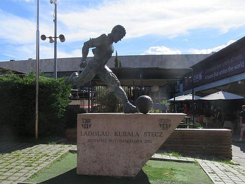 Памятник на входе