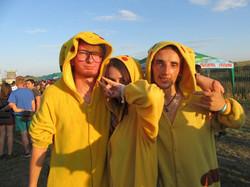 Люди в желтом