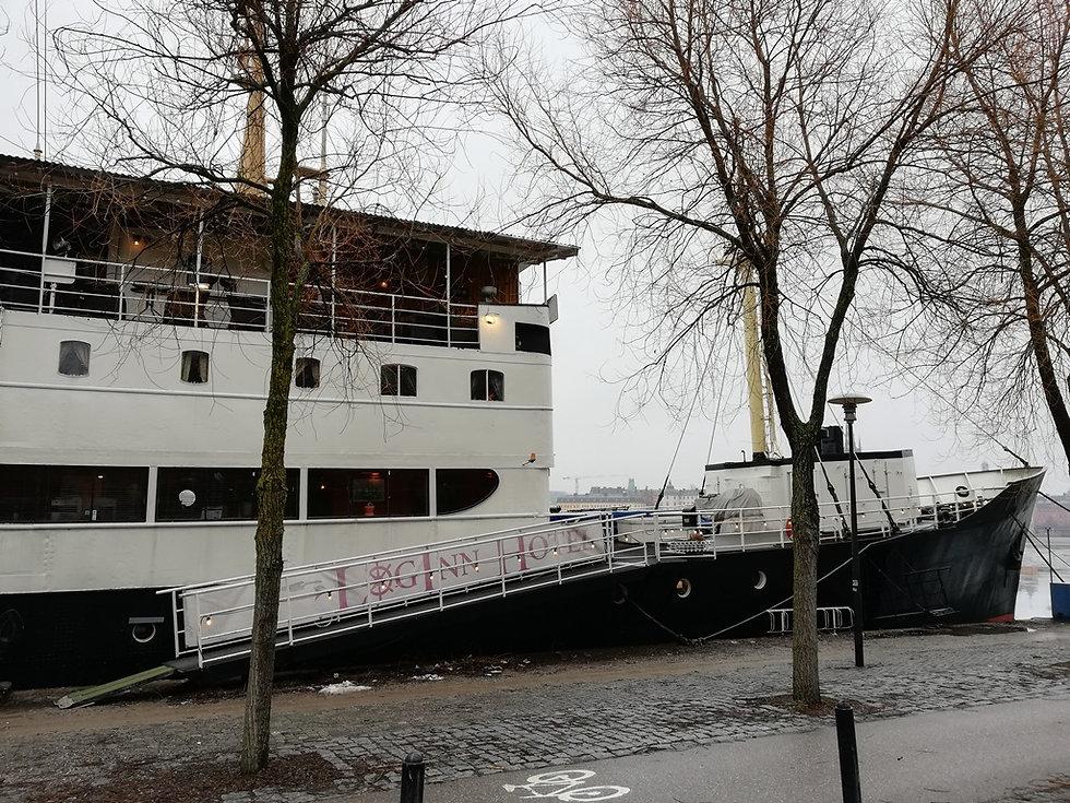 Ботель, корабль-отель