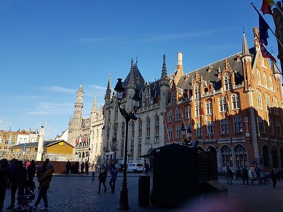 Вид на рыночную площадь в Брюгге