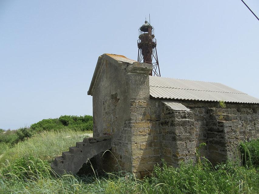 Здание на острове Джарылгач