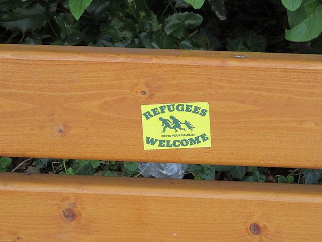 Наклейка на скамейке в Ульме