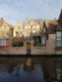 Калитка возле канала в Брюгге