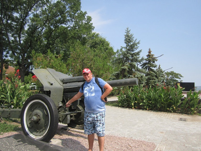 Пушка на мемориале