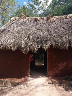 Домик индейцев с озорным жителем