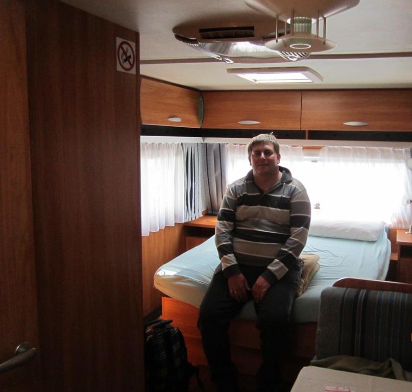 Кровать в трейлере