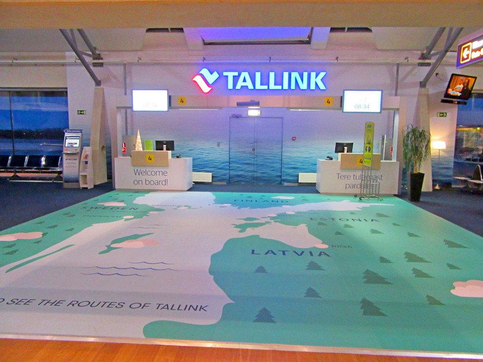 Реклама Tallink в аэропорту Таллинна