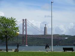 Мост 25 апреля и Кришту Рэй