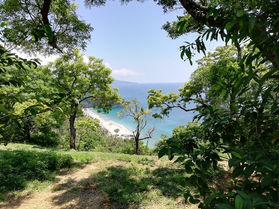 Вид на Белый пляж с горы. Бали