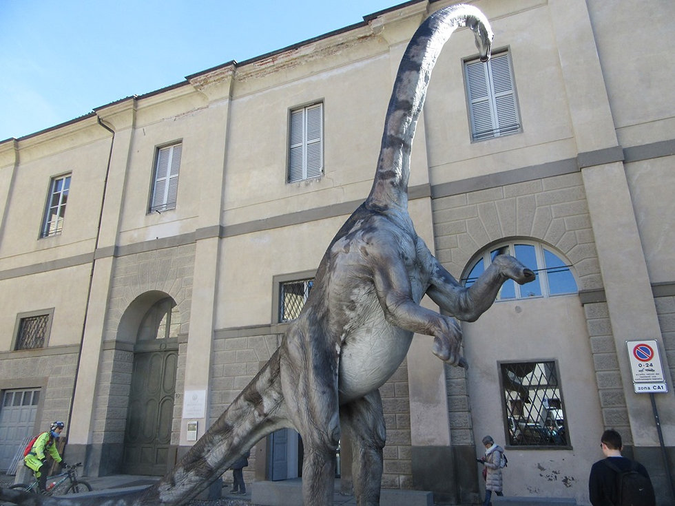 Динозавр в верхнем городе Бергамо
