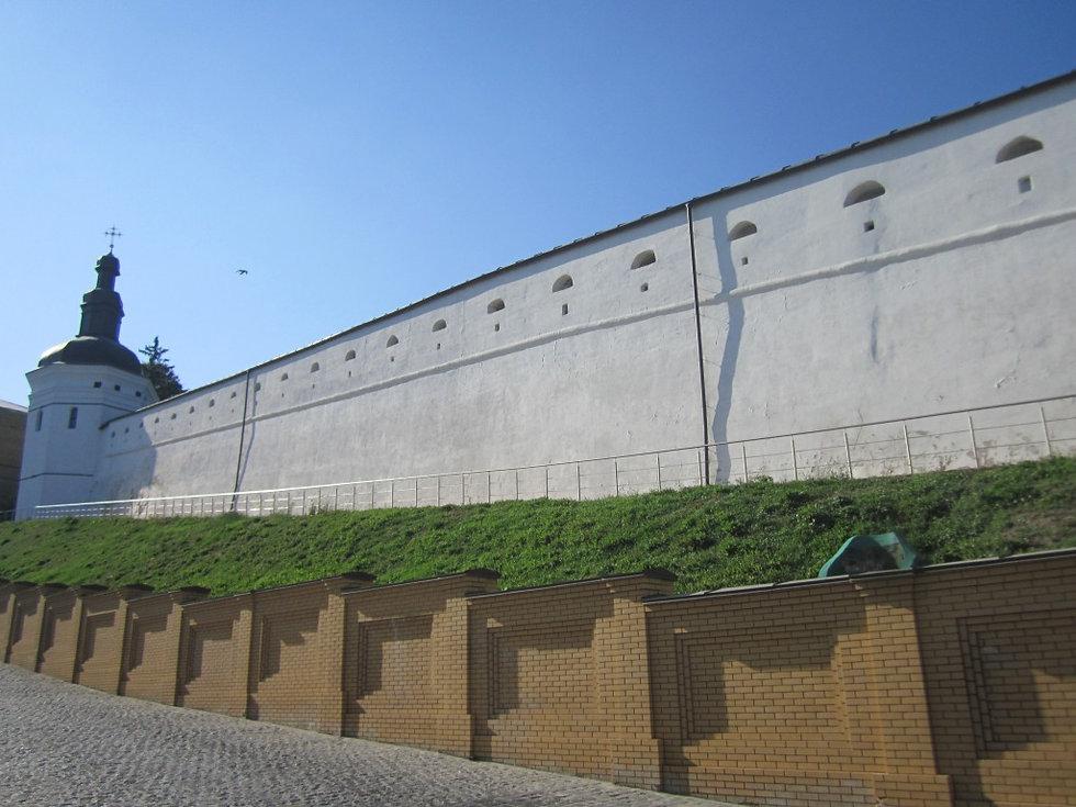 Стены Лавры