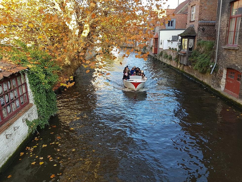 Экскурсия на катере по каналам Брюгге