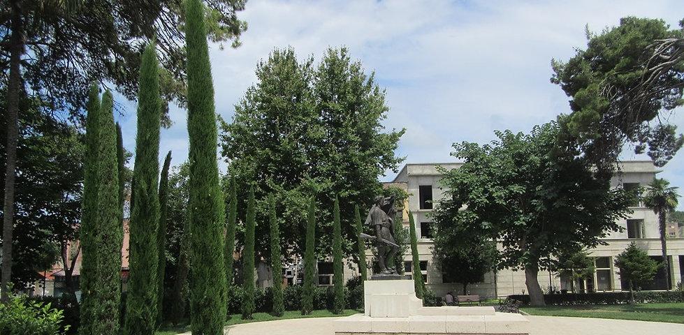 Влера, памятник Исмаилу Кемали