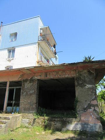 Развалины первого этажа дома