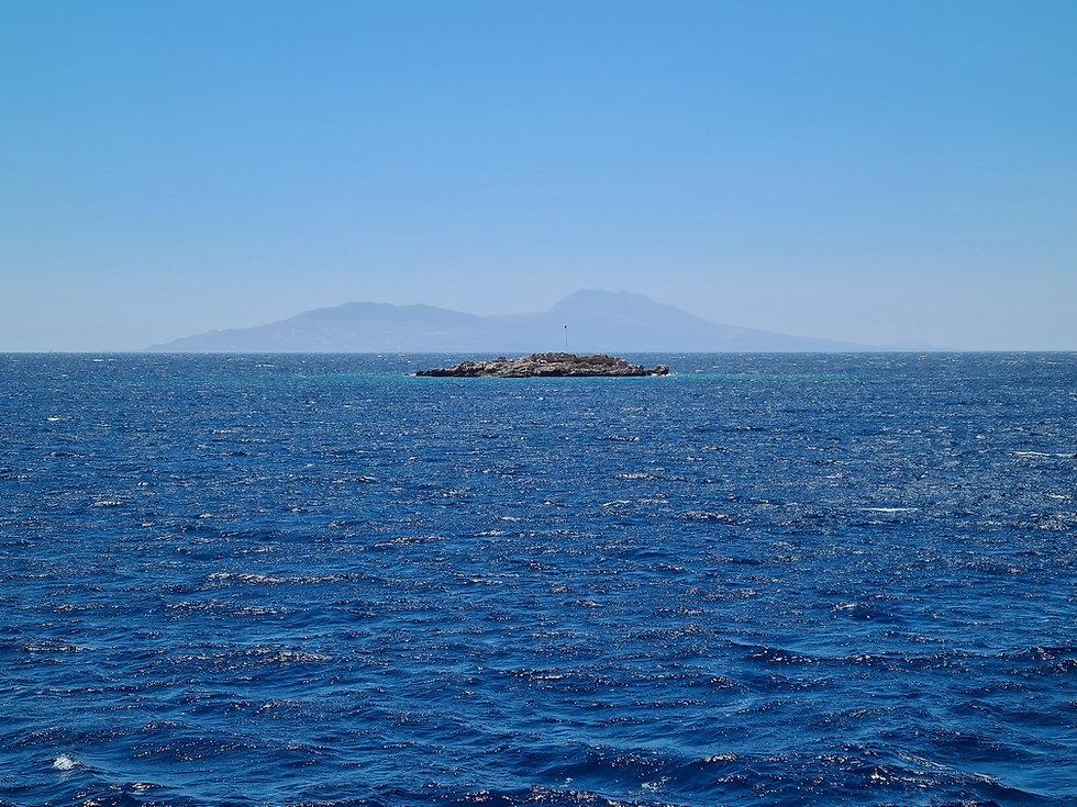 Необитаемый остров возле голубой лагуны