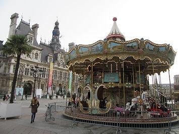 Рождественская карусель в Париже