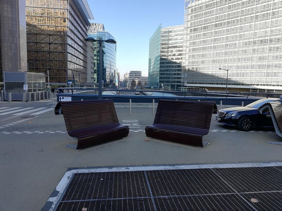 Скамейки возле Еврокомиссии, Брюссель