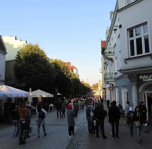 Туристы на главной улице Сопота