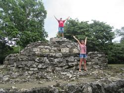 На развалинах пирамиды