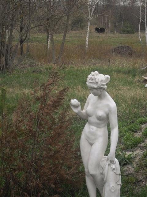Статуя это символ усадьбы Полесье