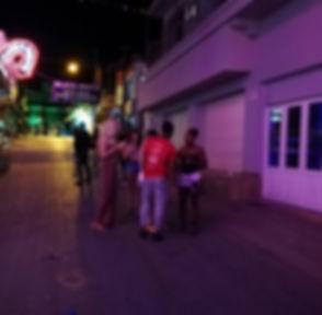 Зазывалы возле ночного клуба