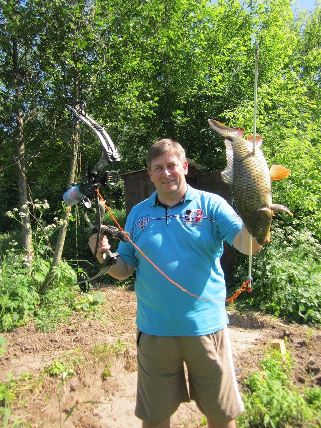 Рыба, которую подстрелили с помощью лука и стрелы