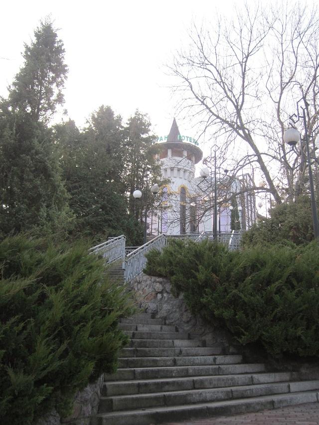 Башня возле парка