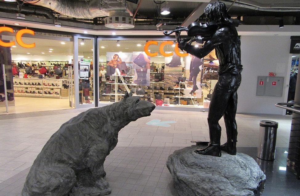 Гданьск, памятник в супермаркете