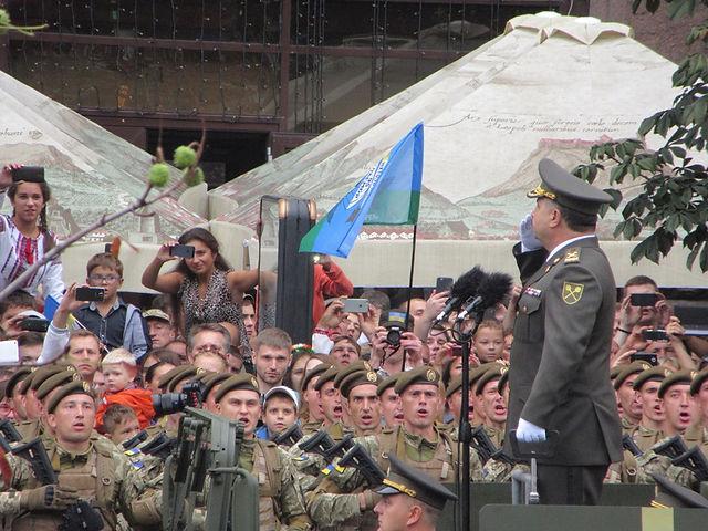 Министр обороны принимает парад