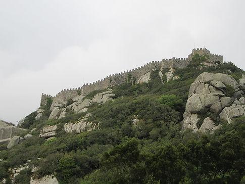 Стены замка Мавров в Синтре