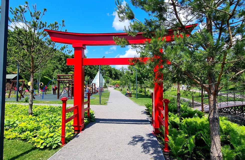 Вход в японский сад парка Новая София