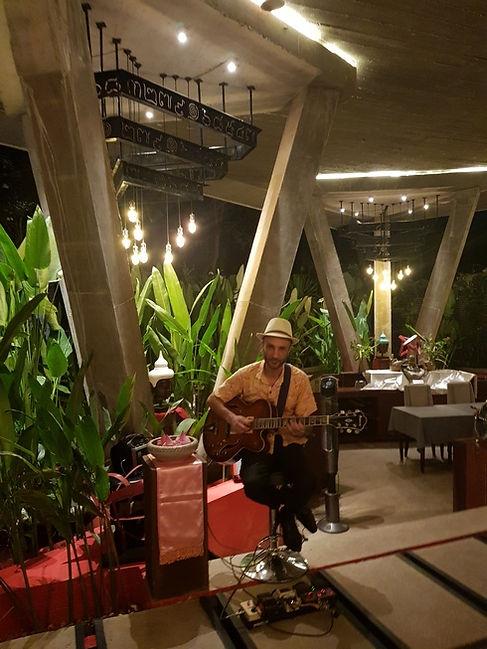 Музыкант в ресторане