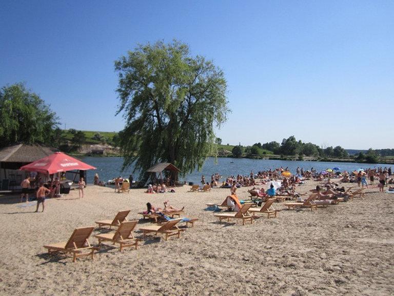 Пляж на озере Крючок, Украина