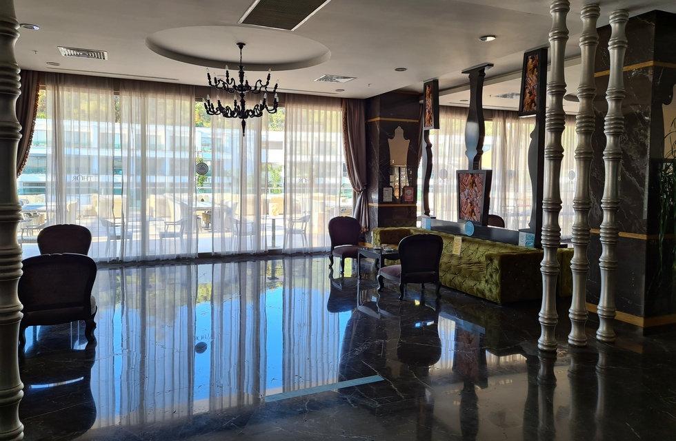 Залы возле ресепшена отеля Thor