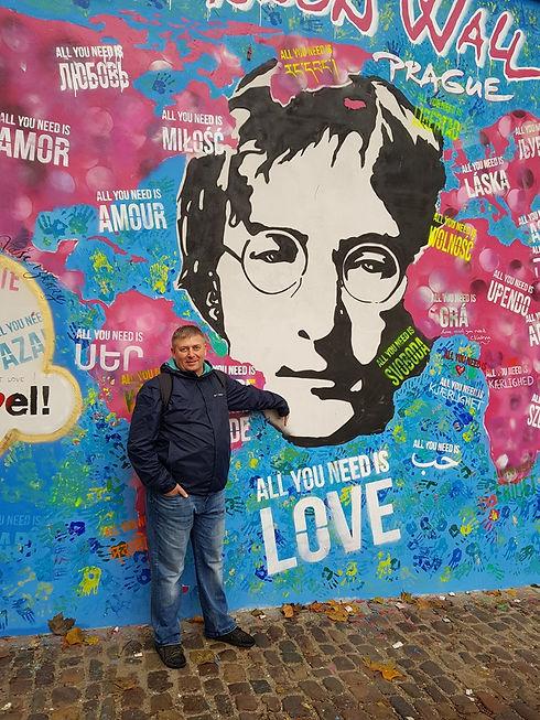 У стены Джона Леннона, Прага