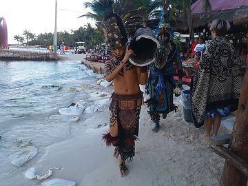 Ацтеки на пляже плая Норте