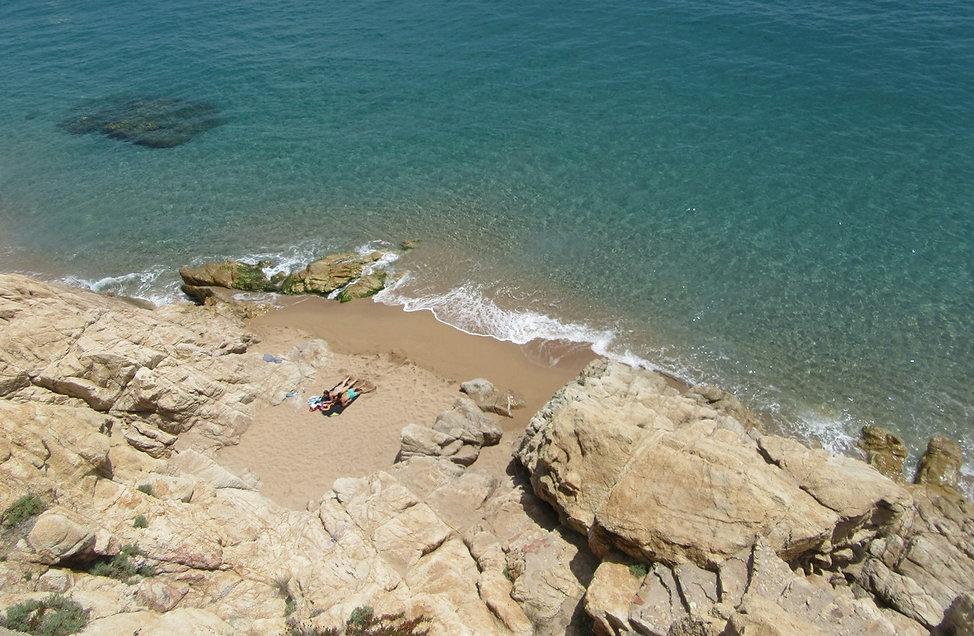 Уединенный пляж в Калелье