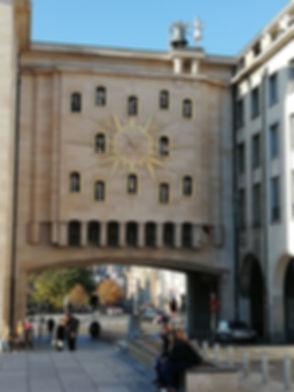 Часы на площади Мон Дез Ар