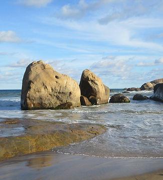 Камни на пляже Киринды