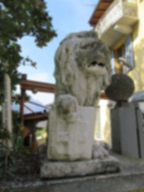 Статуя льва в Варенне
