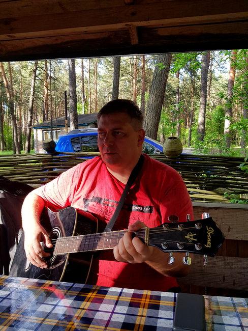 Гитара в беседке
