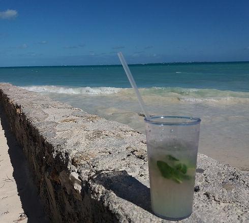 Мохито на пляже Канкуна