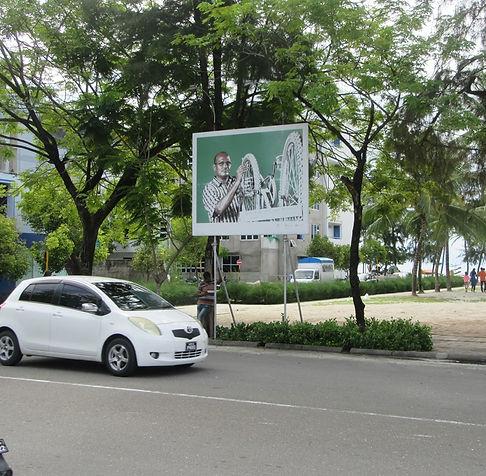 Реклама на центральной площади Хулхумале